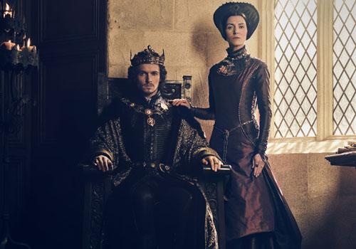 Jacob Collins LEvy et Michelle Fairley alias Henry VII et Margaret Beaufort